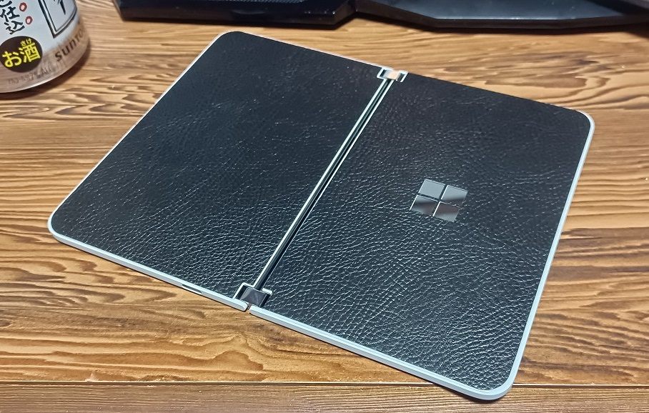Surface Duo 背面シート貼り付け